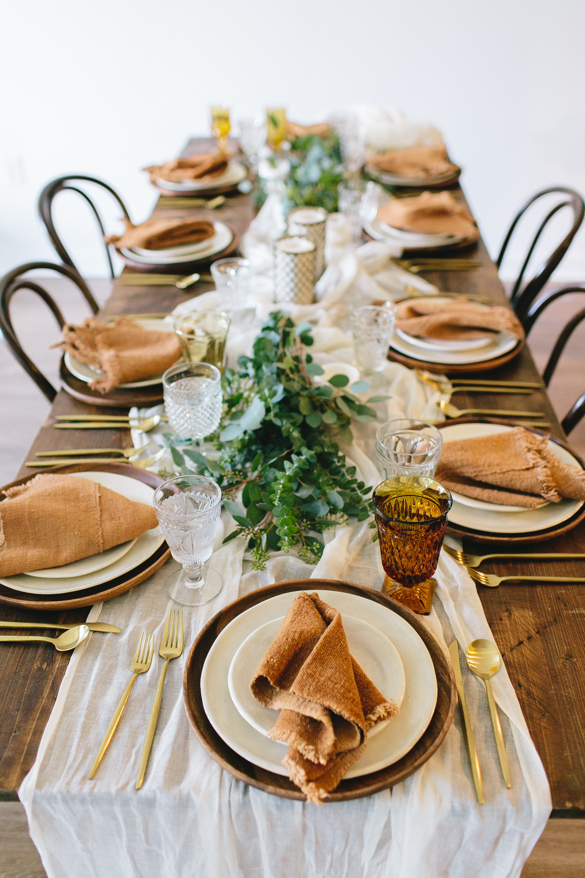 livvyland-blog-olivia-watson-zilkr-condo-loot-vintage-friendsgiving-tablescape-table-setup-idea-5