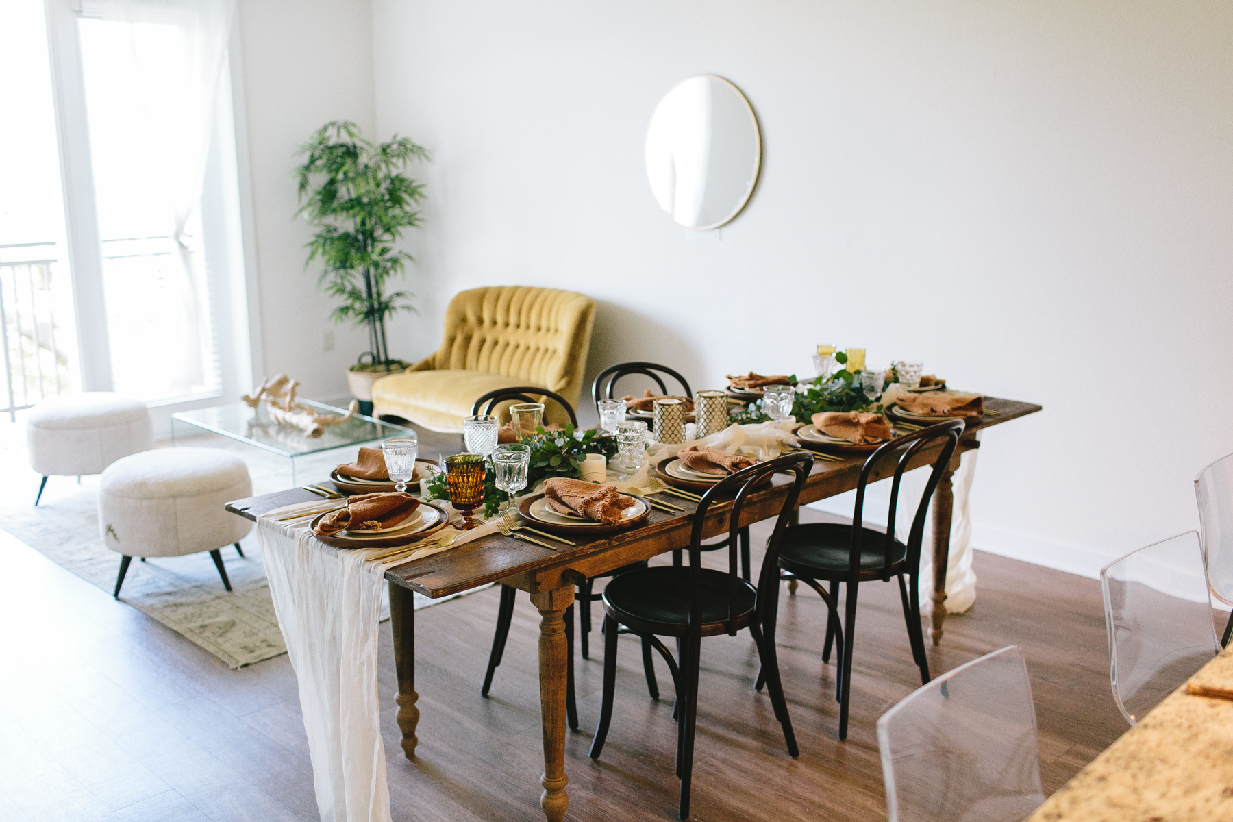 livvyland-blog-olivia-watson-zilkr-condo-loot-vintage-friendsgiving-tablescape-table-setup-idea-7