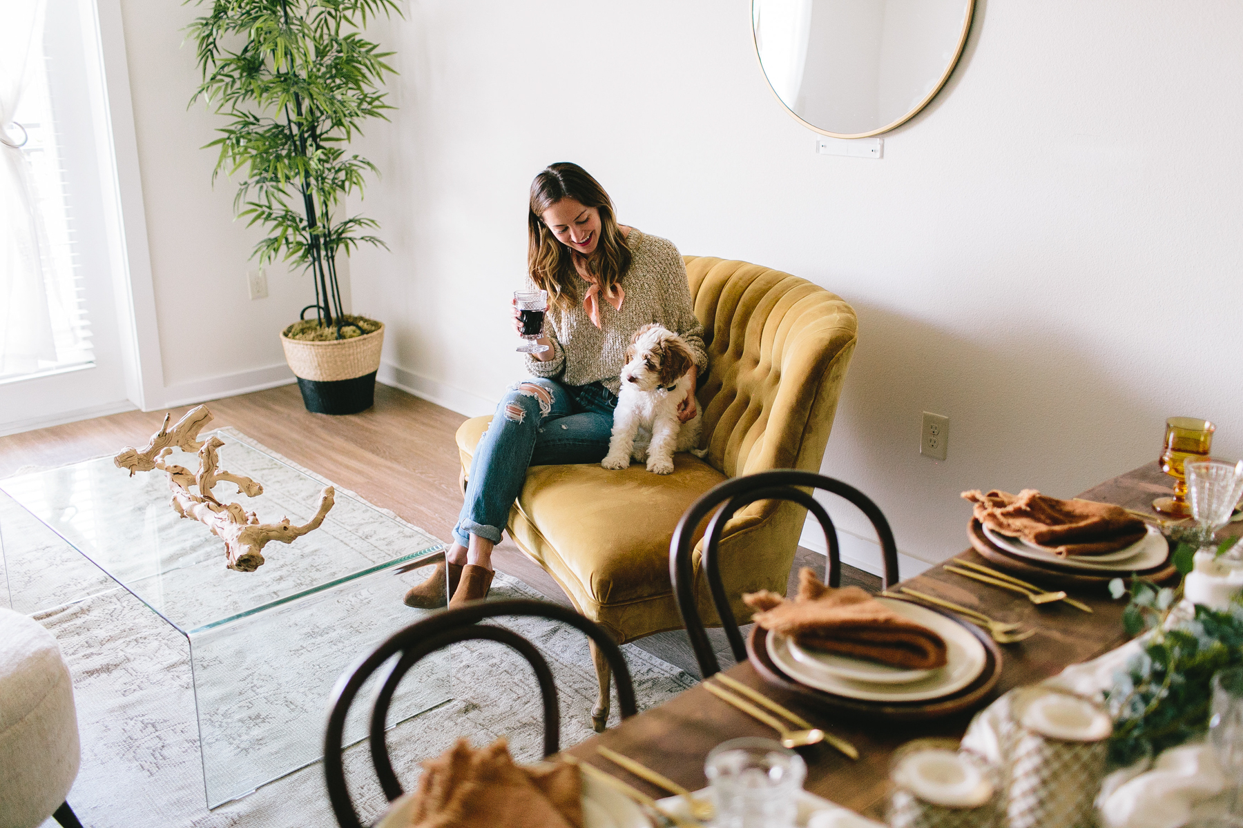 livvyland-blog-olivia-watson-zilkr-condo-loot-vintage-friendsgiving-tablescape-table-setup-idea-9