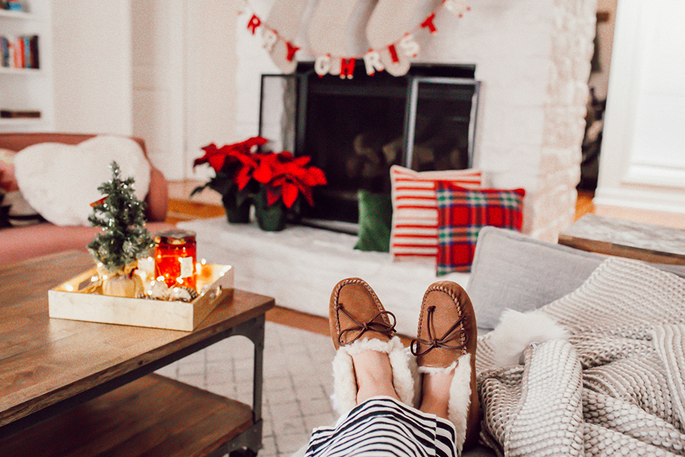 livvyland-blog-olivia-watson-ugg-slippers-cozy-morning-home-kate-spade-striped-pajamas-5