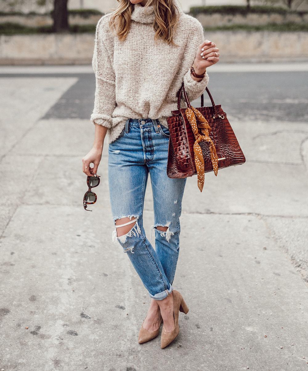 livvyland-blog-olivia-watson-cozy-oversize-sweater-levis-501-jeans-brahmin-handbag