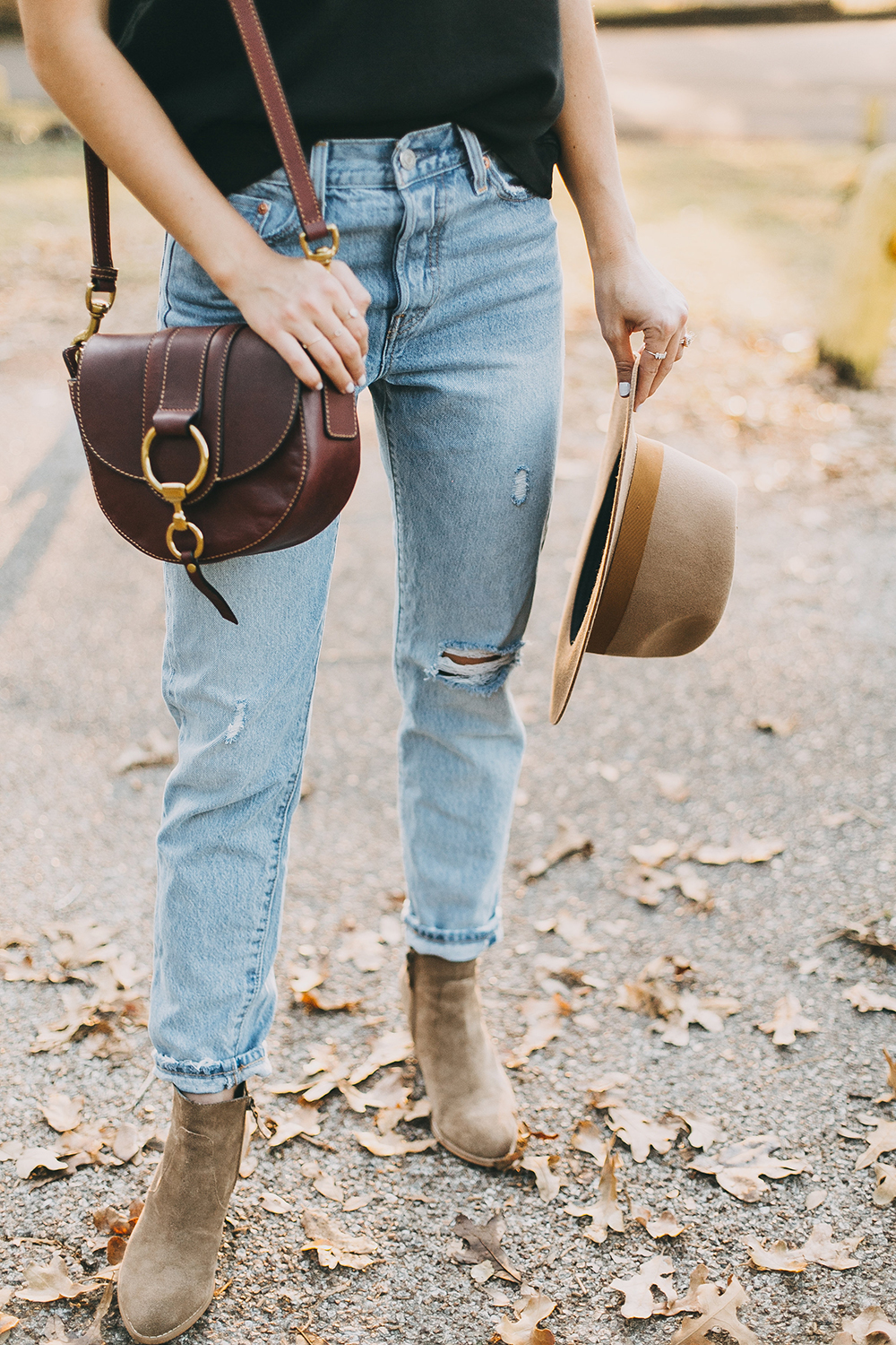 livvyland-blog-olivia-watson-levis-501-jeans-taupe-suede-ankle-booties-fall-outfit-2