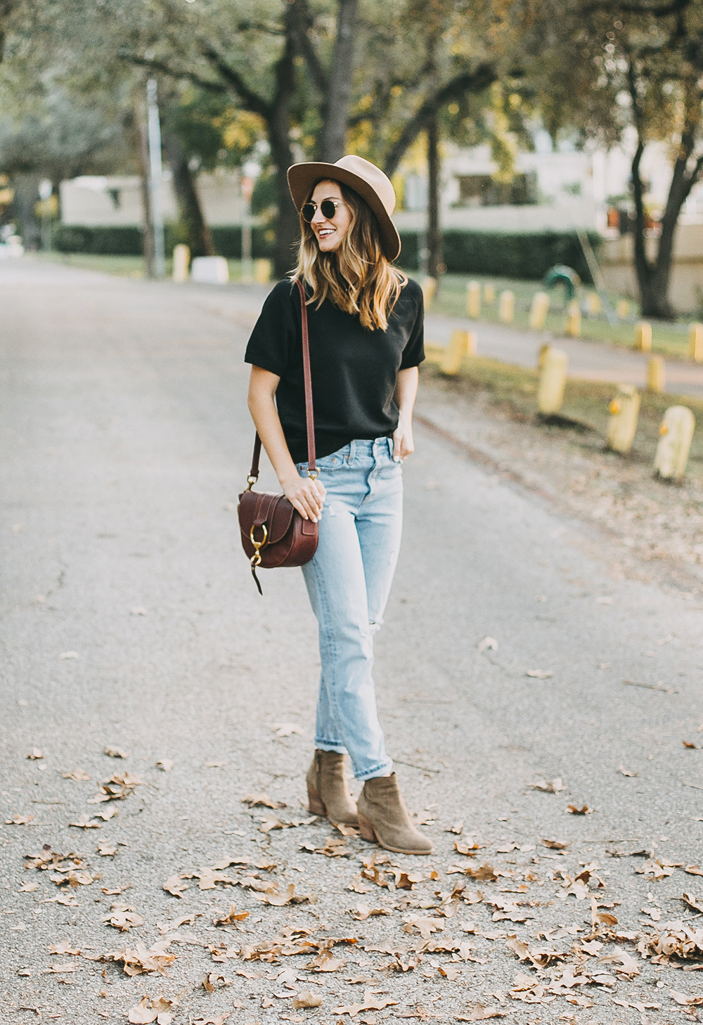 livvyland-blog-olivia-watson-levis-501-jeans-taupe-suede-ankle-booties-fall-outfit-3