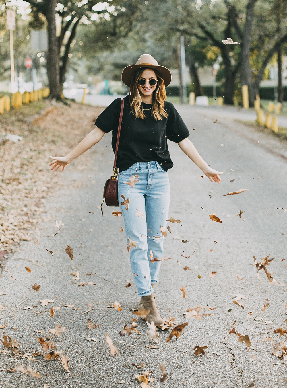 livvyland-blog-olivia-watson-levis-501-jeans-taupe-suede-ankle-booties-fall-outfit-4