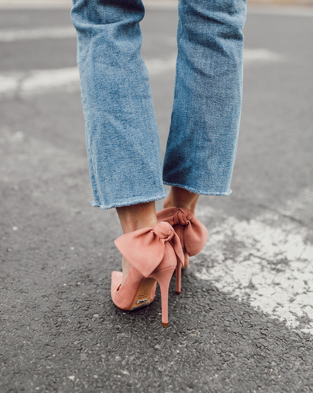livvyland-blog-olivia-watson-schultz-shoes-blush-pink-suede-bow-heels-pumps