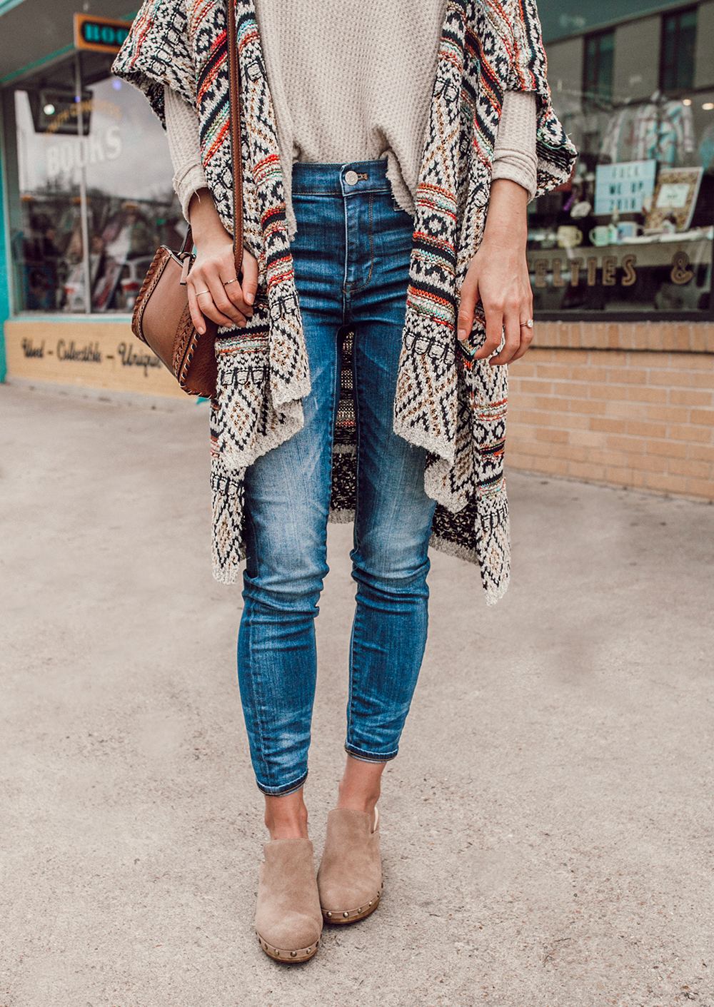 livvyland-blog-olivia-watson-austin-texas-fashion-style-blogger-south-congress-avenue-sole-society-taupe-clogs-boho-outfit-idea-10
