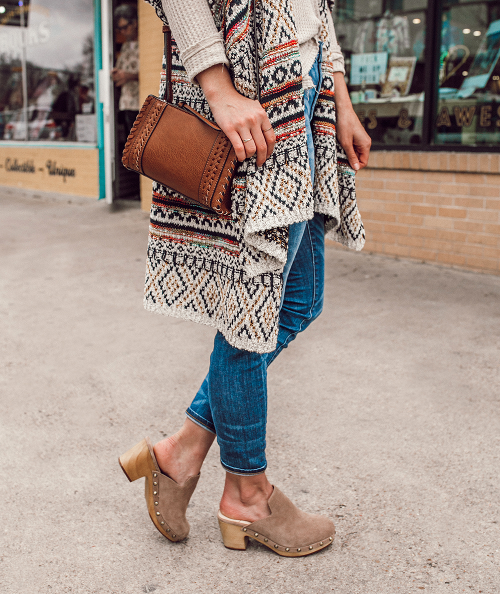 livvyland-blog-olivia-watson-austin-texas-fashion-style-blogger-south-congress-avenue-sole-society-taupe-clogs-boho-outfit-idea-6