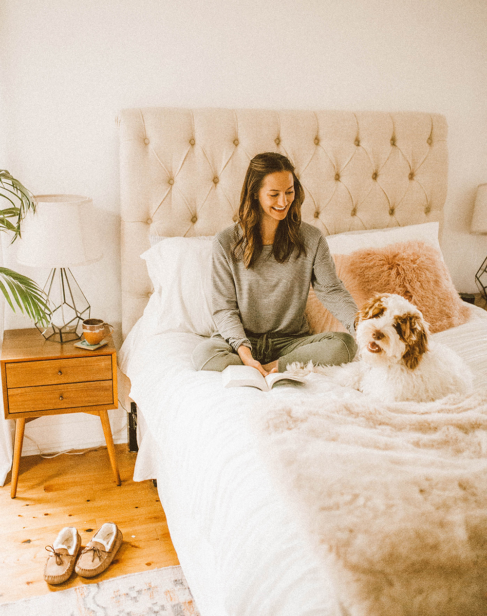 livvyland-blog-olivia-watson-lou-and-grey-best-loungewear-cozy-joggers-stripe-sweatshirt-coffee-bed-bedroom-3