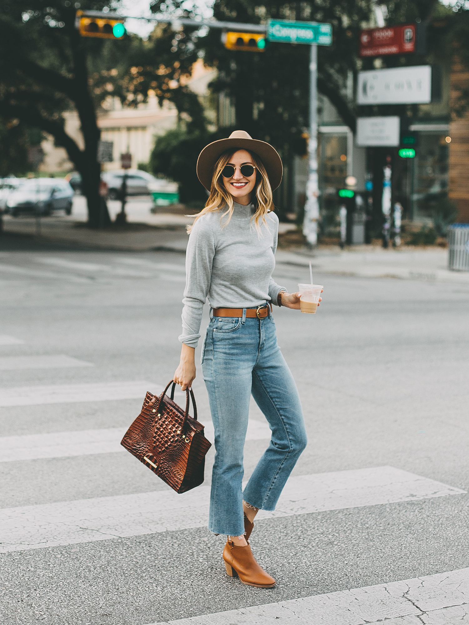 livvyland-blog-olivia-watson-south-congress-avenue-austin-texas-fashion-life-style-blogger-bdg-high-waist-crop-flare-jeans-2