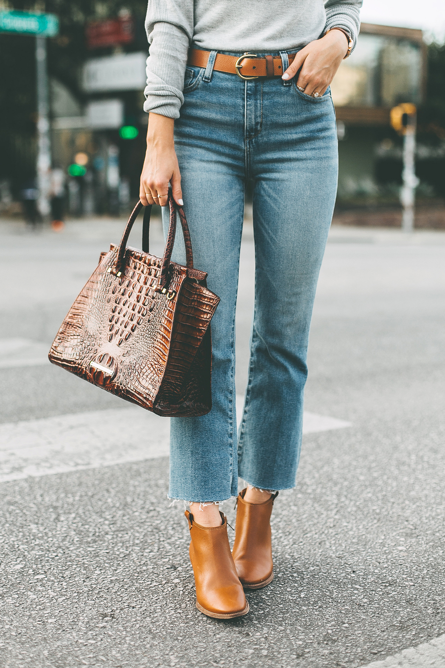 livvyland-blog-olivia-watson-south-congress-avenue-austin-texas-fashion-life-style-blogger-bdg-high-waist-crop-flare-jeans-4
