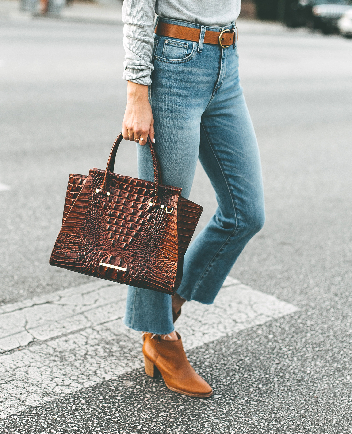 livvyland-blog-olivia-watson-south-congress-avenue-austin-texas-fashion-life-style-blogger-bdg-high-waist-crop-flare-jeans-5