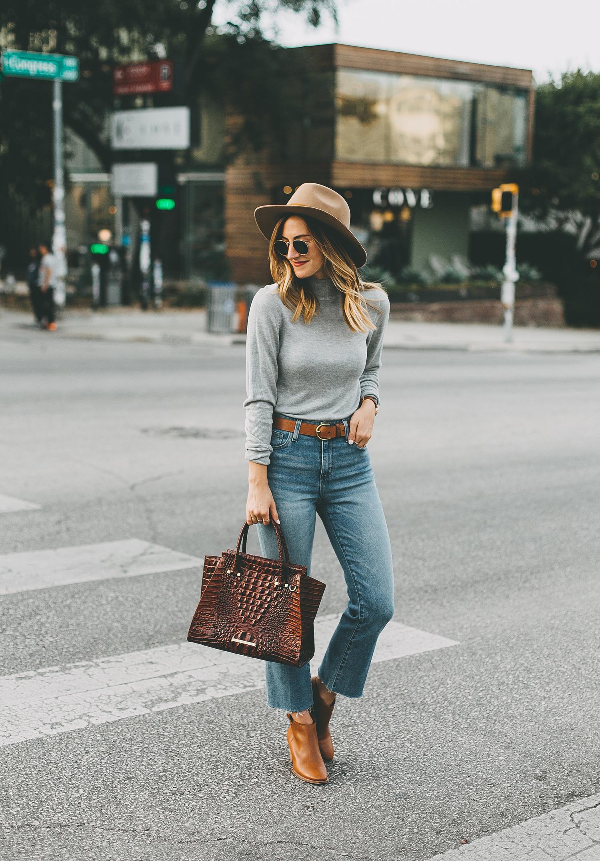 livvyland-blog-olivia-watson-south-congress-avenue-austin-texas-fashion-life-style-blogger-bdg-high-waist-crop-flare-jeans-8