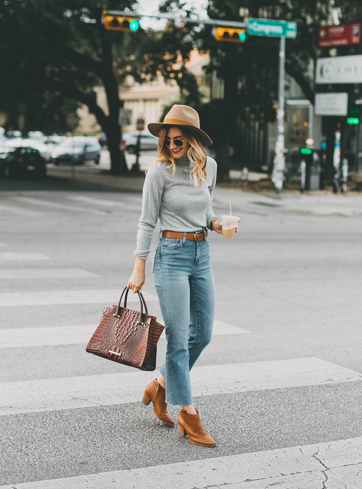 livvyland-blog-olivia-watson-south-congress-avenue-austin-texas-fashion-life-style-blogger-bdg-high-waist-crop-flare-jeans-9