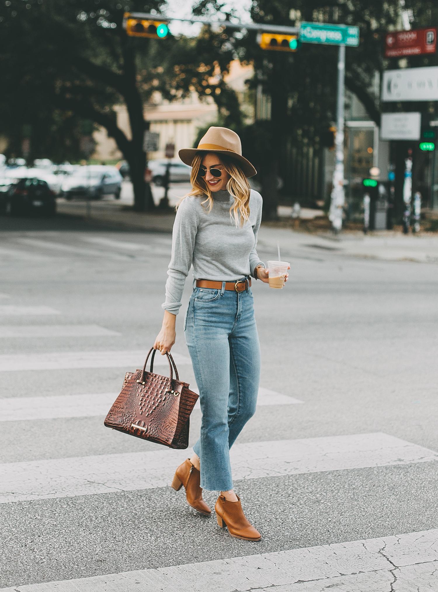 livvyland-blog-olivia-watson-south-congress-avenue-austin-texas-fashion-life-style-blogger-bdg-high-waist-crop-flare-jeans-9