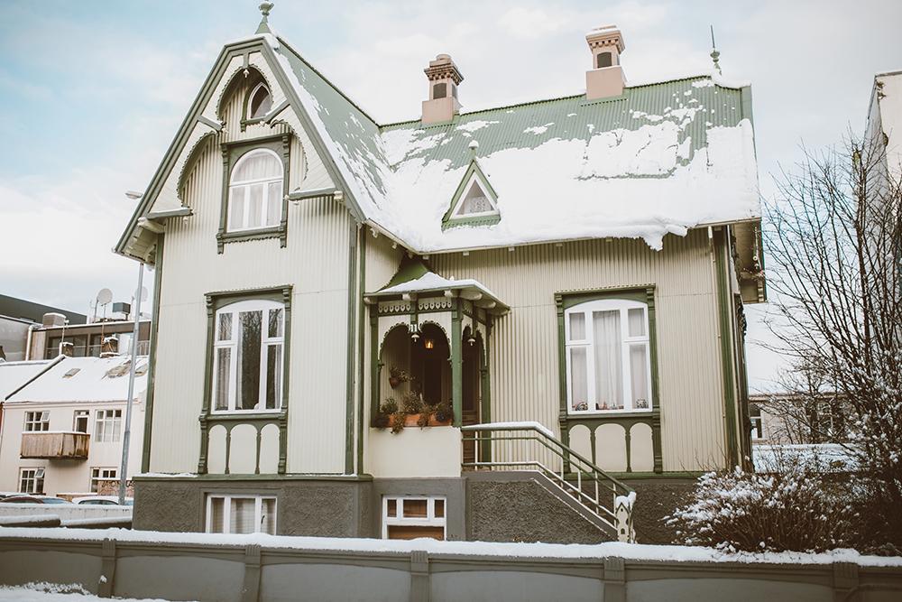 livvyland-blog-olivia-watson-travel-lifestyle-blogger-iceland-road-trip-what-to-do-pack-reykjavik-noken-travel-guide-2