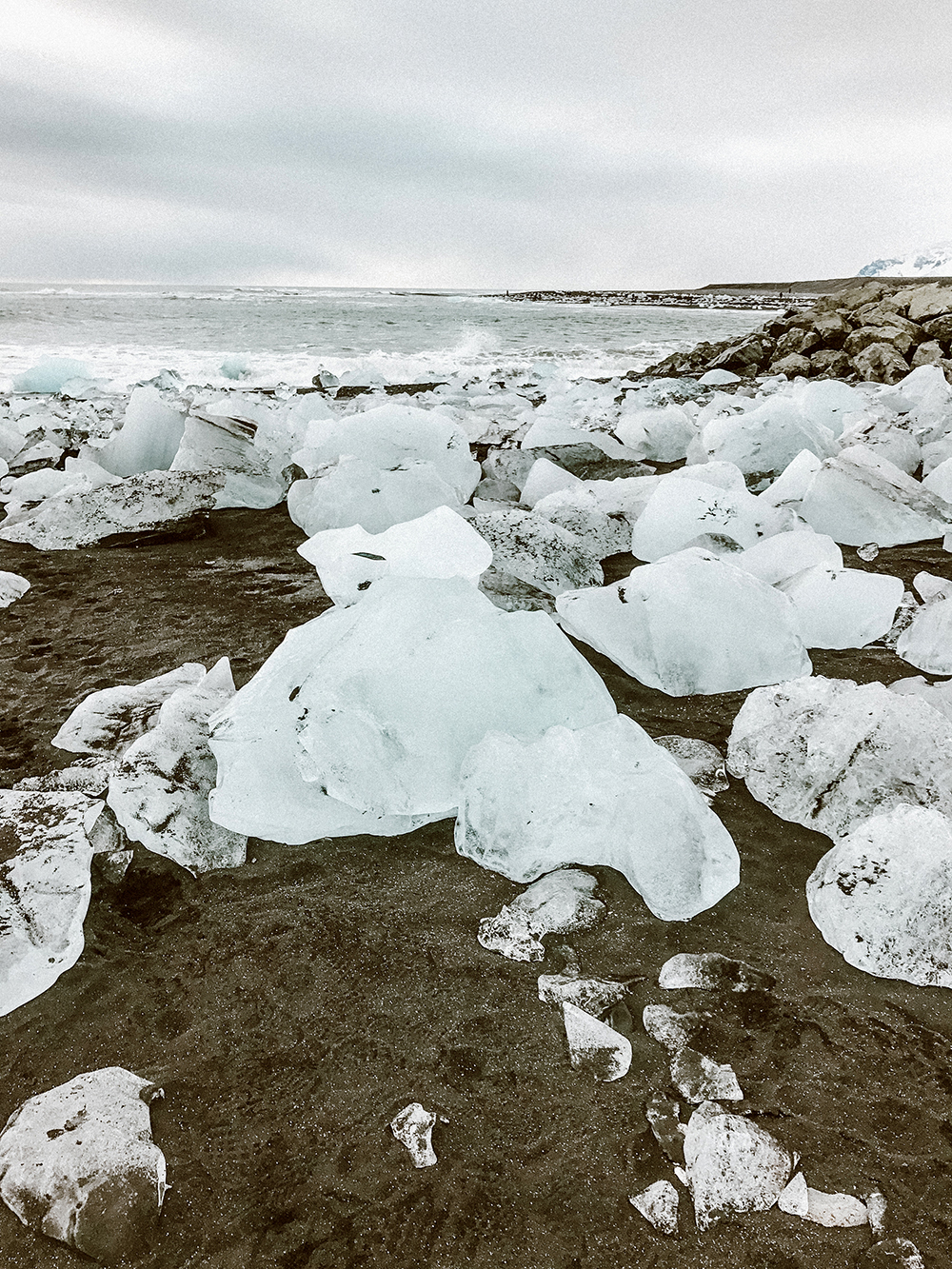 livvyland-blog-olivia-watson-travel-lifestyle-blogger-iceland-road-trip-what-to-do-pack-reykjavik-noken-travel-guide-diamond-beach