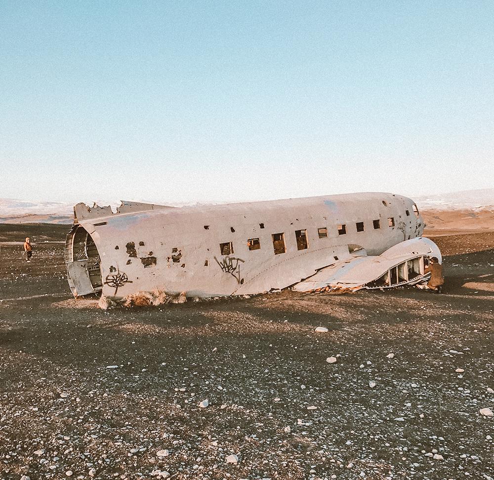 livvyland-blog-olivia-watson-travel-lifestyle-blogger-iceland-road-trip-what-to-do-pack-reykjavik-noken-travel-guide-glacier-hike-plane-crash