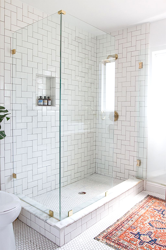 livvyland-design-crush-herringbone-subway-shower-tile-brushed-gold-brass-bathroom-hardware-1
