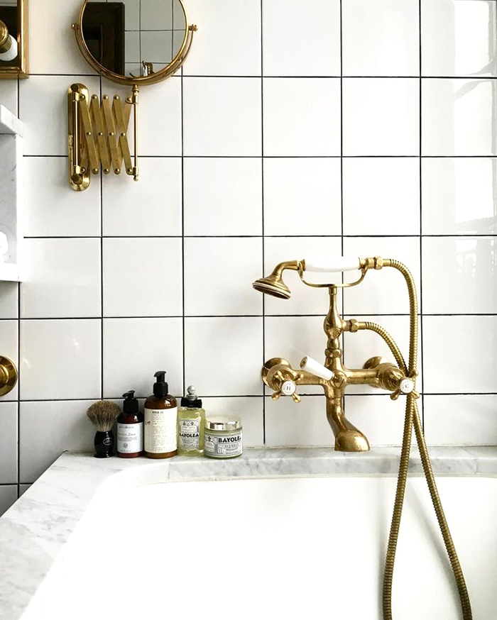 livvyland-design-crush-subway-shower-tile-brushed-gold-brass-bathroom-hardware-bathtub-3