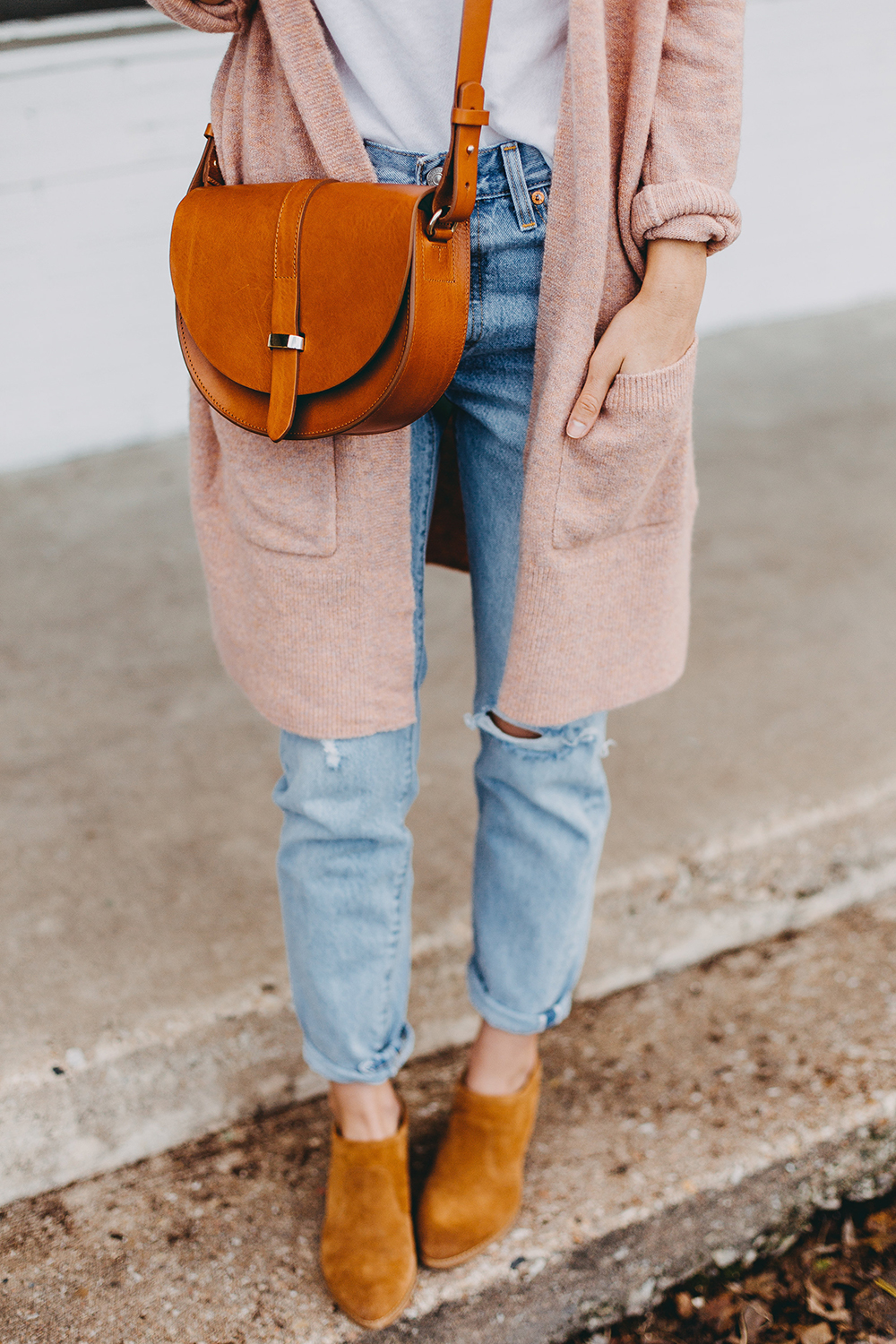 livvyland-blog-olivia-watson-austin-texas-fashion-blogger-spring-transition-wardrobe-pieces-madewell-blush-cardigan-tan-mules-1