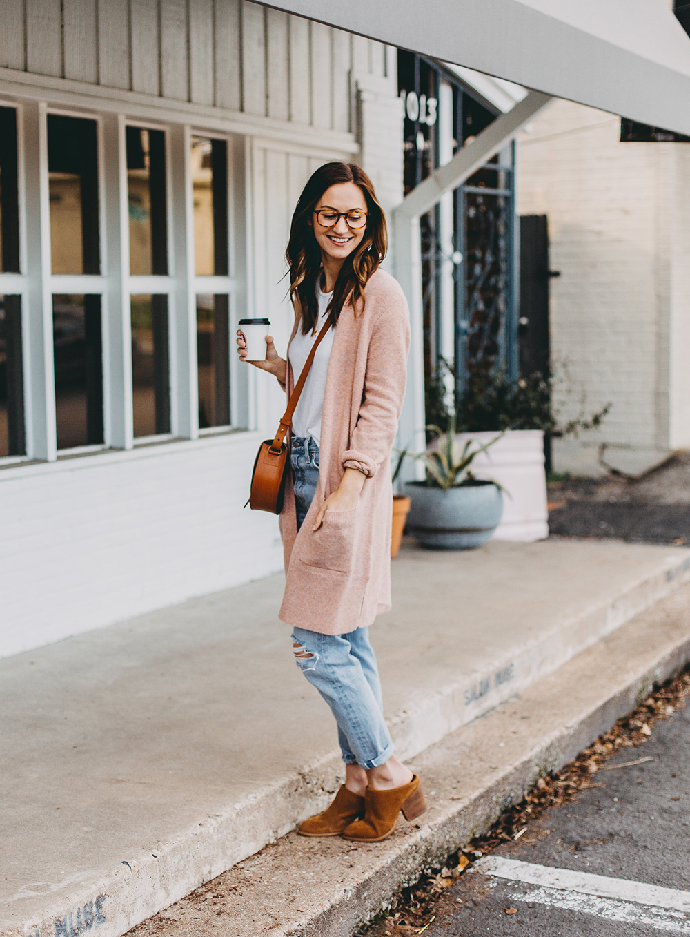 livvyland-blog-olivia-watson-austin-texas-fashion-blogger-spring-transition-wardrobe-pieces-madewell-blush-cardigan-tan-mules-10