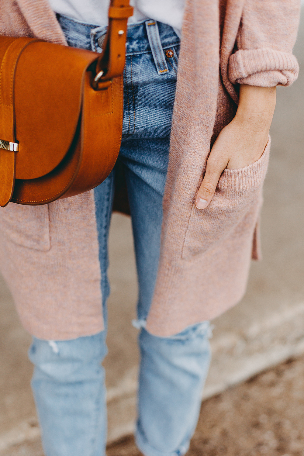 livvyland-blog-olivia-watson-austin-texas-fashion-blogger-spring-transition-wardrobe-pieces-madewell-blush-cardigan-tan-mules-2
