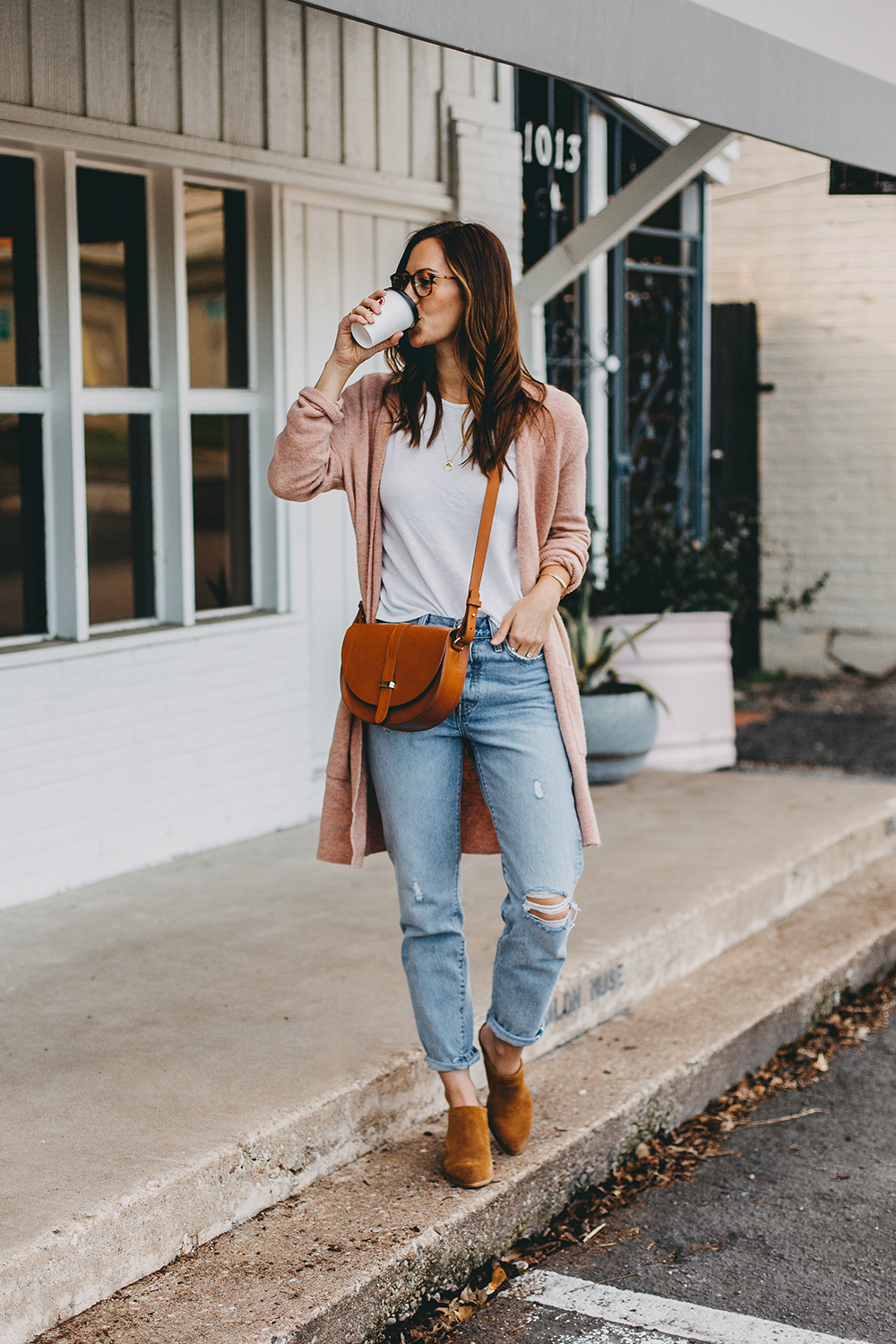 livvyland-blog-olivia-watson-austin-texas-fashion-blogger-spring-transition-wardrobe-pieces-madewell-blush-cardigan-tan-mules-3
