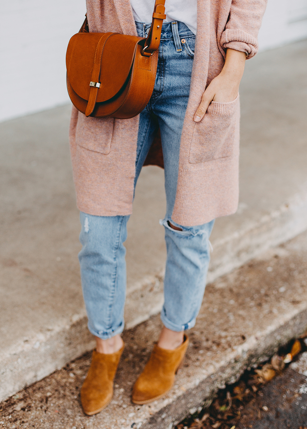 livvyland-blog-olivia-watson-austin-texas-fashion-blogger-spring-transition-wardrobe-pieces-madewell-blush-cardigan-tan-mules-5