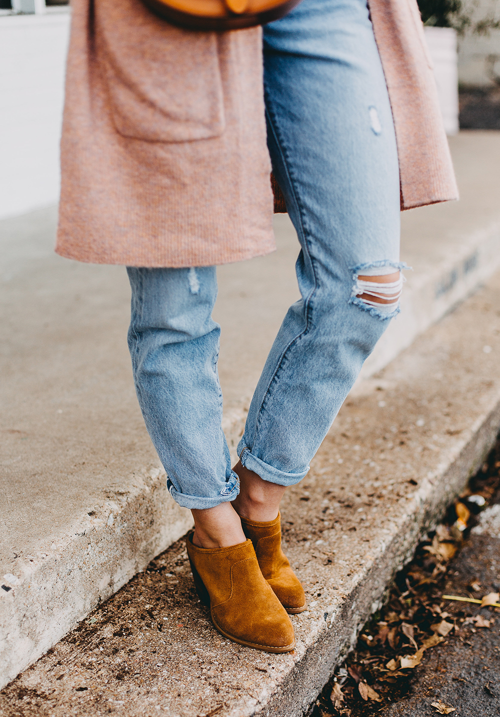 livvyland-blog-olivia-watson-austin-texas-fashion-blogger-spring-transition-wardrobe-pieces-madewell-blush-cardigan-tan-mules-8