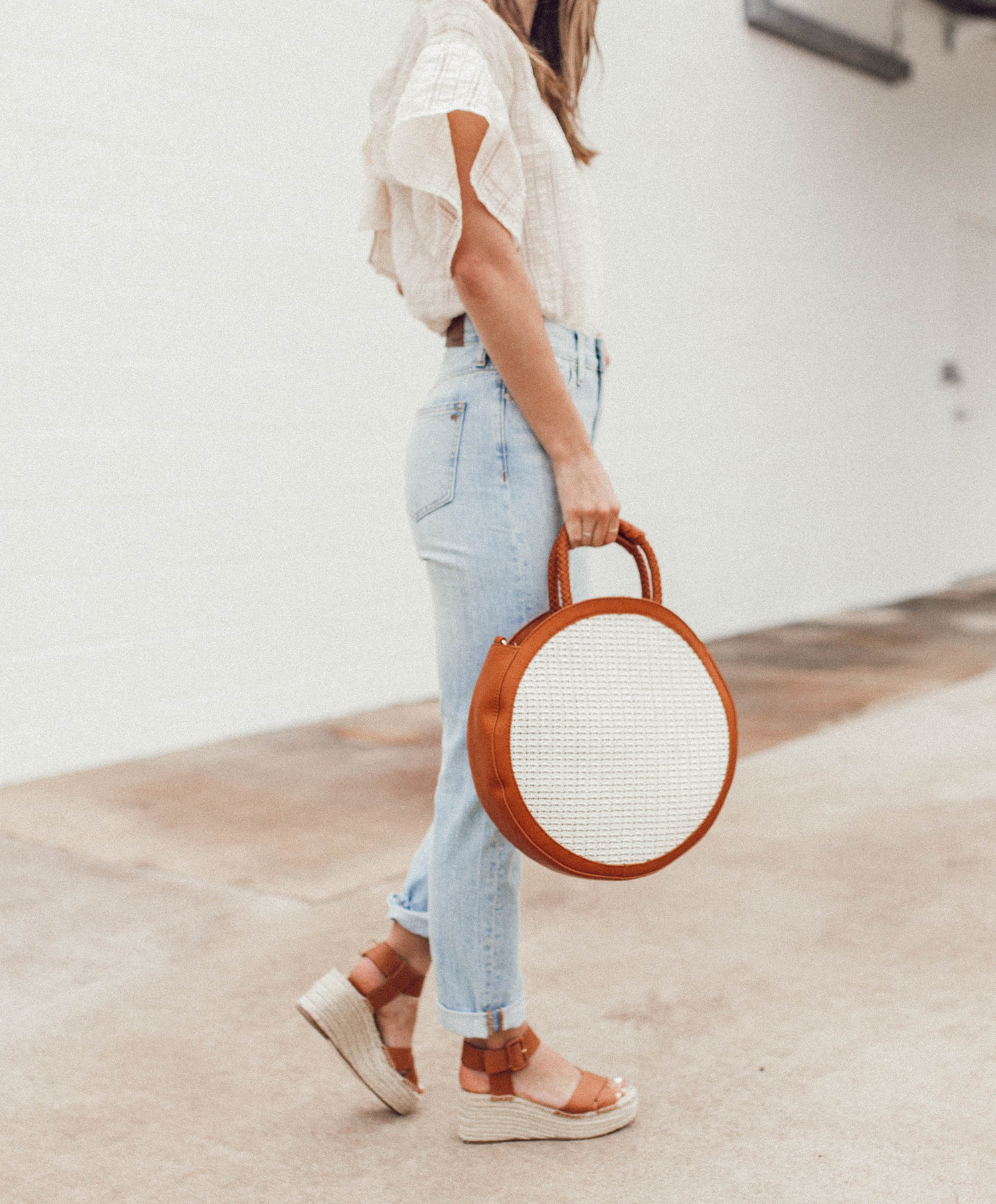 livvyland-blog-olivia-watson-sole-society-espadrille-wedges-round-straw-handbag-4