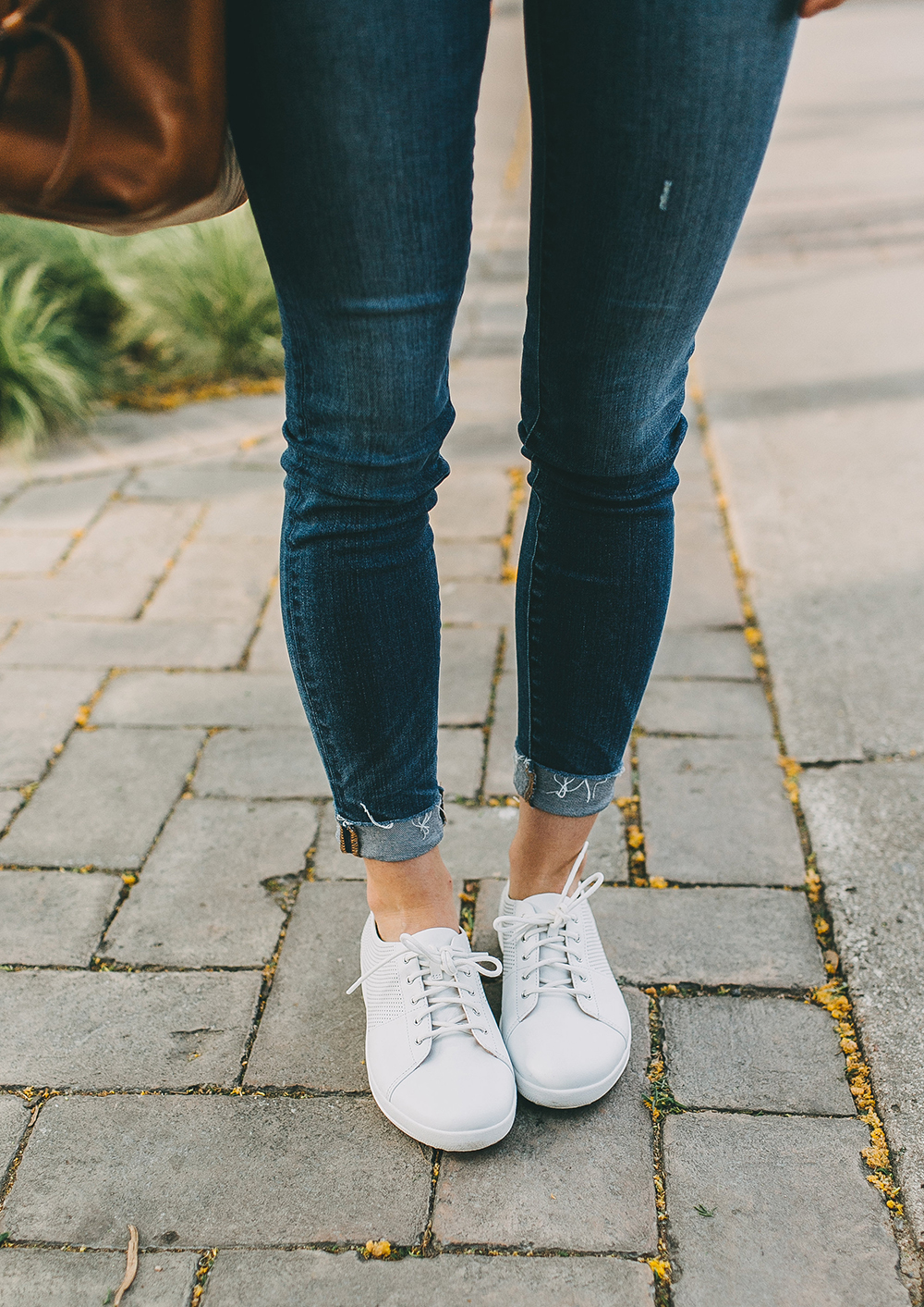 livvyland-blog-olivia-watson-fit-flop-white-leather-sneakers-outfit-6