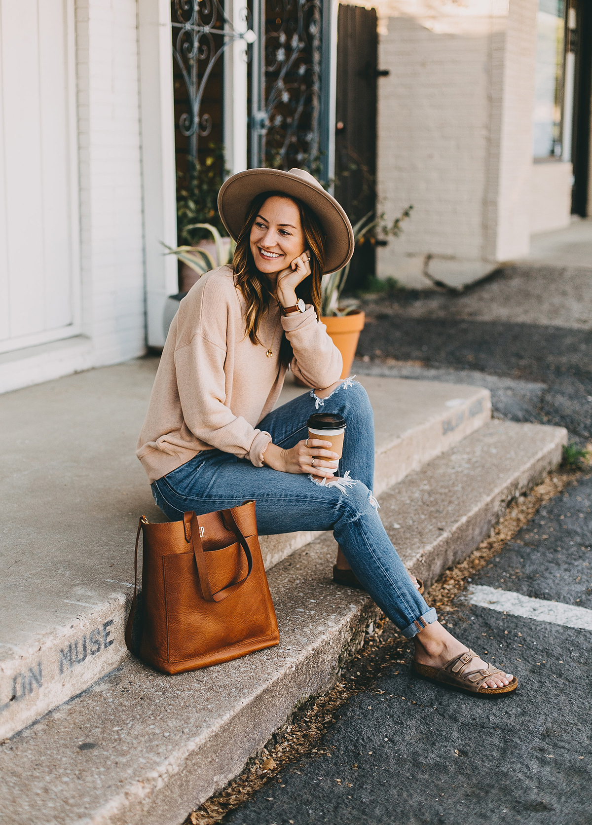 livvyland-blog-olivia-watson-austin-texas-fashion-blogger-madewell-peach-sweatshirt-medium-transport-tote-levis-501-jeans-10