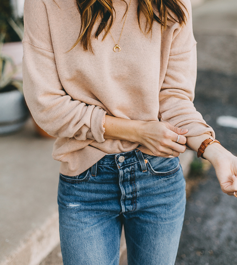 livvyland-blog-olivia-watson-austin-texas-fashion-blogger-madewell-peach-sweatshirt-medium-transport-tote-levis-501-jeans-11