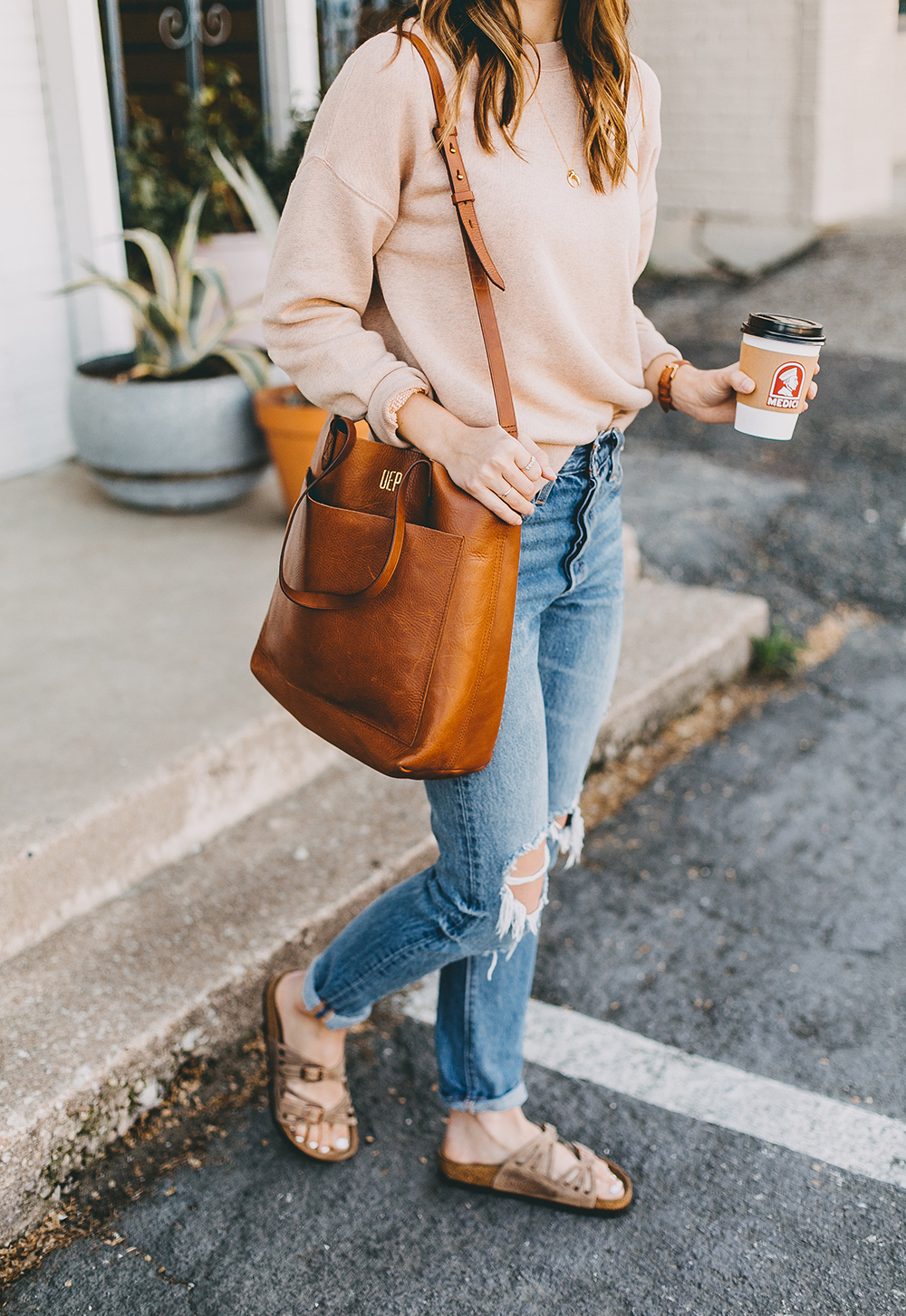 livvyland-blog-olivia-watson-austin-texas-fashion-blogger-madewell-peach-sweatshirt-medium-transport-tote-levis-501-jeans-13