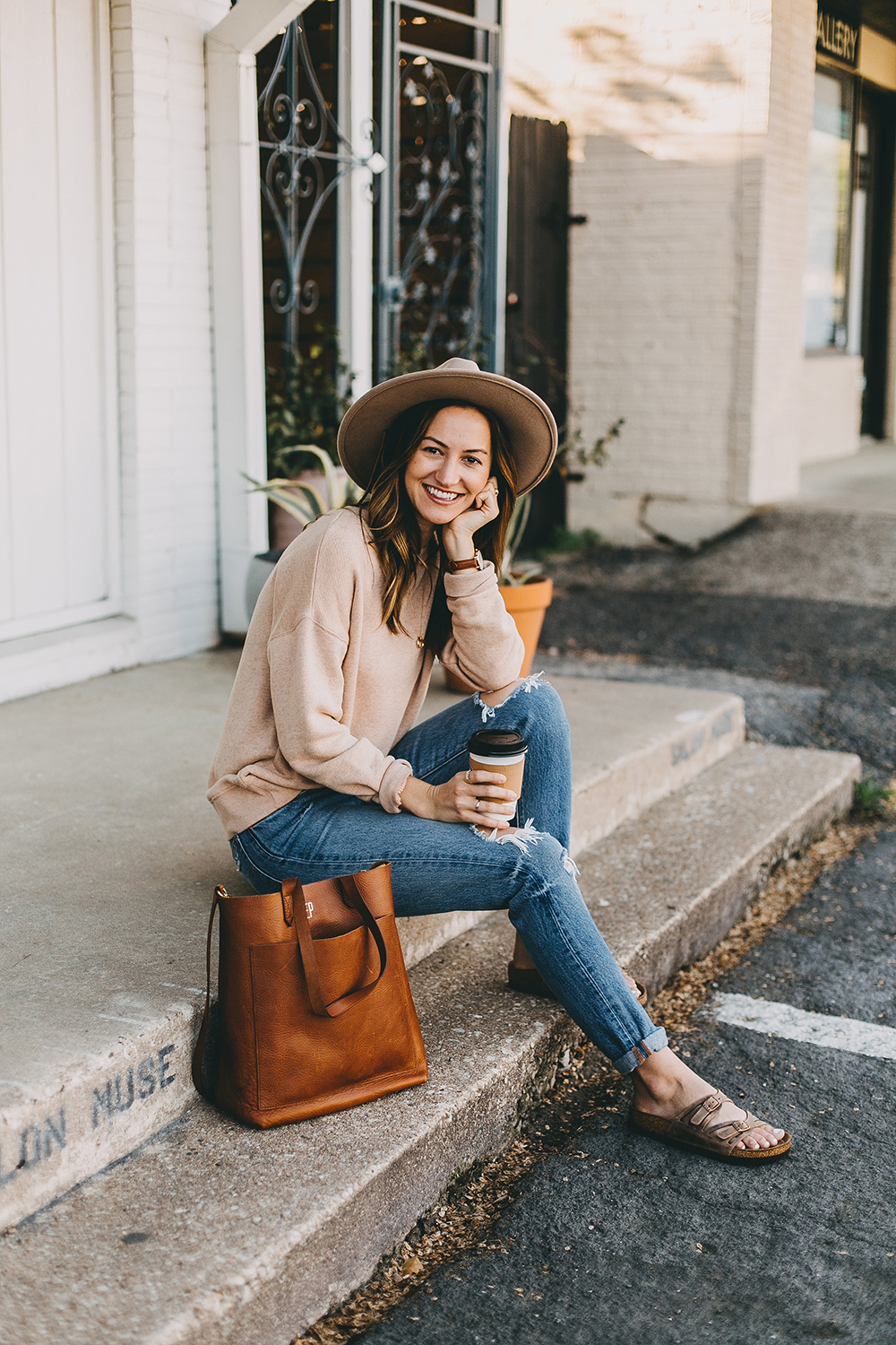 livvyland-blog-olivia-watson-austin-texas-fashion-blogger-madewell-peach-sweatshirt-medium-transport-tote-levis-501-jeans-7