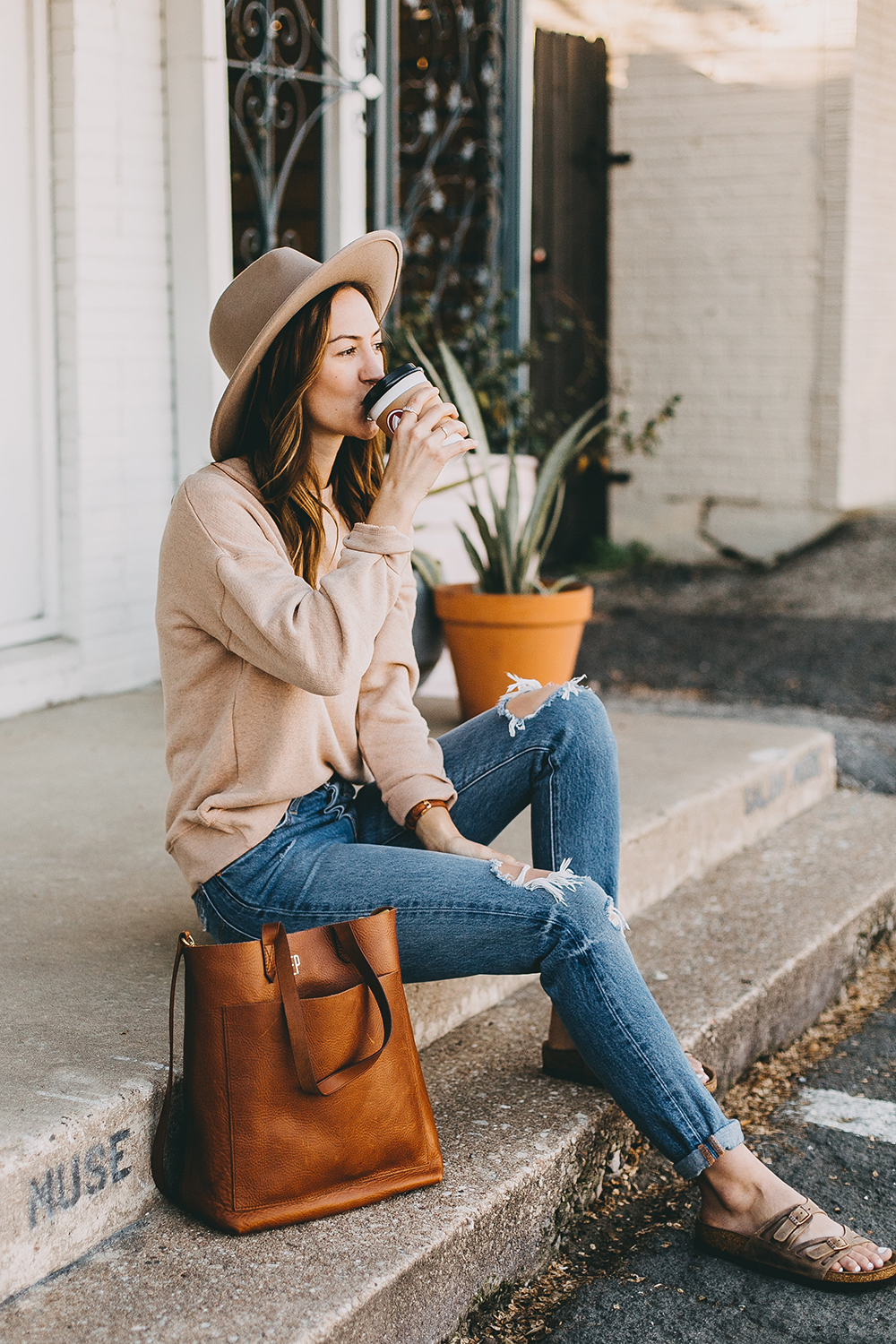 livvyland-blog-olivia-watson-austin-texas-fashion-blogger-madewell-peach-sweatshirt-medium-transport-tote-levis-501-jeans-8