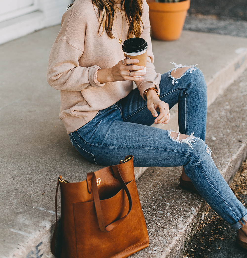 livvyland-blog-olivia-watson-austin-texas-fashion-blogger-madewell-peach-sweatshirt-medium-transport-tote-levis-501-jeans-9