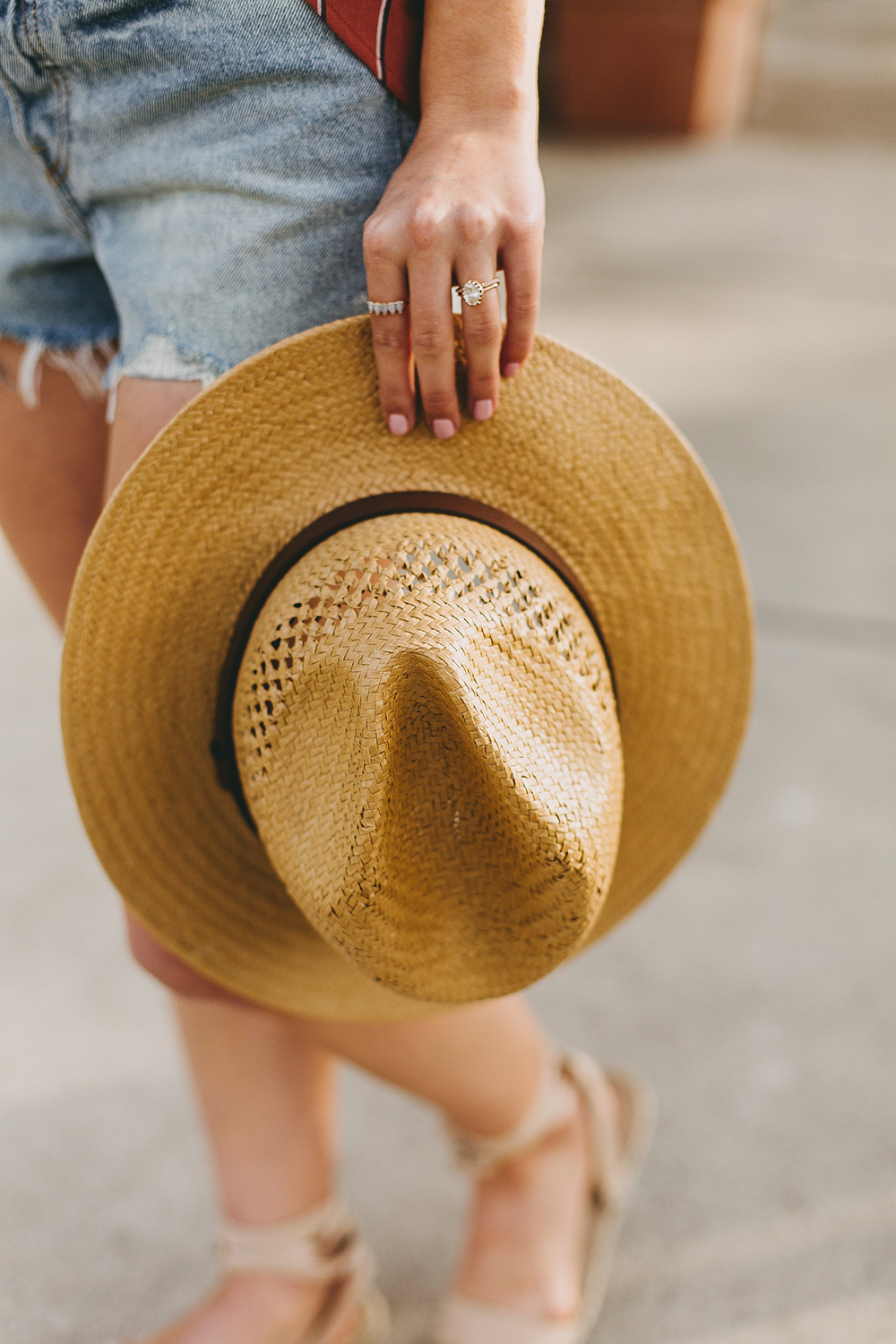 livvyland-blog-olivia-watson-austin-texas-fashion-style-blogger-urban-outfitters-levis-denim-wedgie-short-out-the-blue-brixton-straw-case-fedora-2