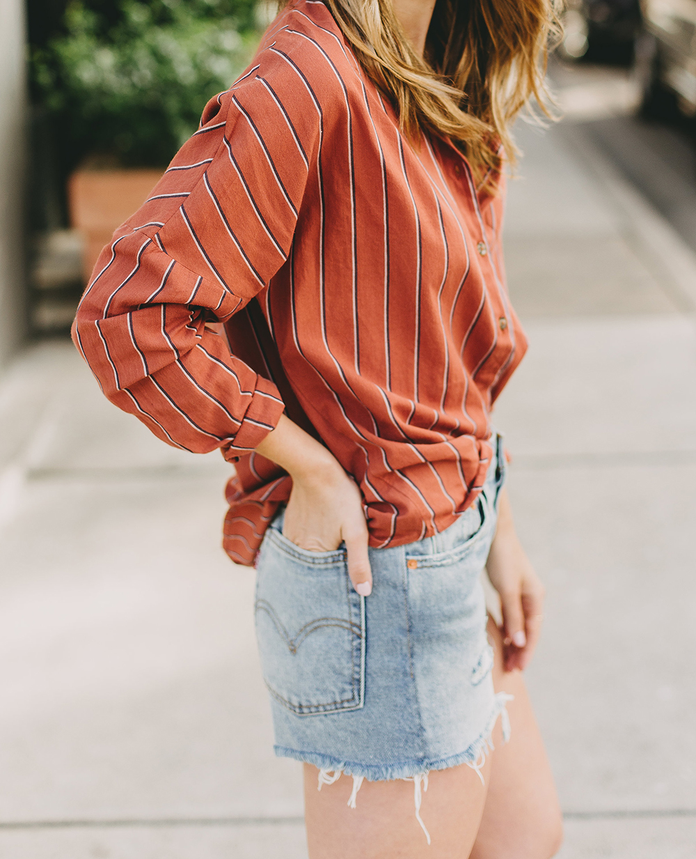 livvyland-blog-olivia-watson-austin-texas-fashion-style-blogger-urban-outfitters-levis-denim-wedgie-short-out-the-blue-brixton-straw-case-fedora-5