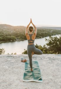 livvyland-blog-olivia-watson-austin-texas-mount-bonnell-view-overlook-yoga-backcountry-beyond-yoga-spacedye-leggings-1