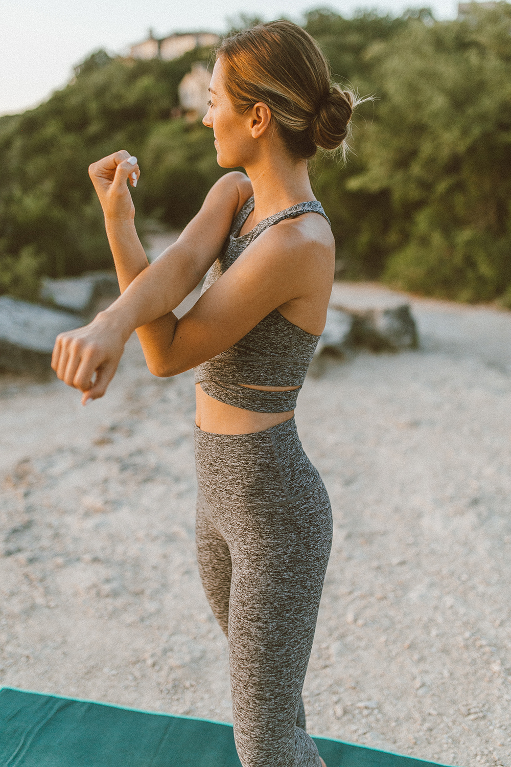 livvyland-blog-olivia-watson-austin-texas-mount-bonnell-yoga-backcountry-beyond-yoga-spacedye-leggings-sports-bra-1
