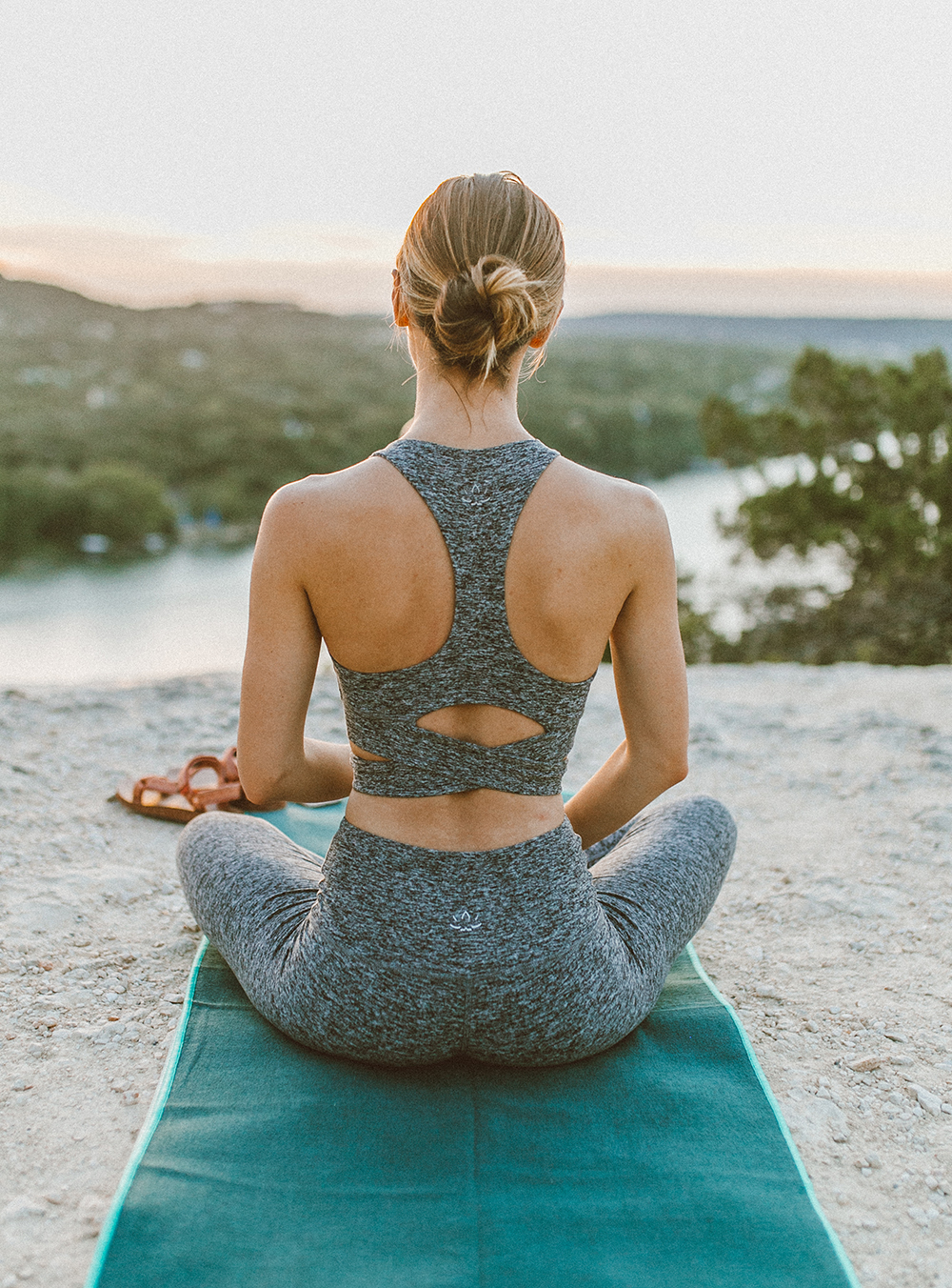 livvyland-blog-olivia-watson-austin-texas-mount-bonnell-yoga-backcountry-beyond-yoga-spacedye-leggings-sports-bra-13