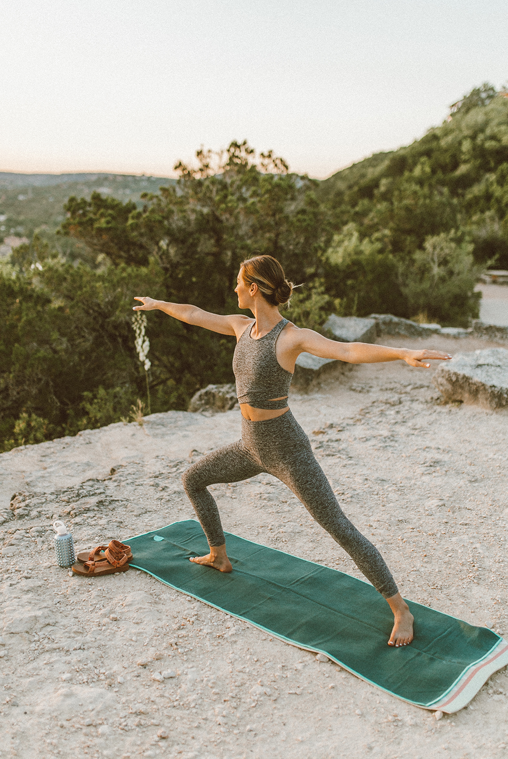 livvyland-blog-olivia-watson-austin-texas-mount-bonnell-yoga-backcountry-beyond-yoga-spacedye-leggings-sports-bra-3