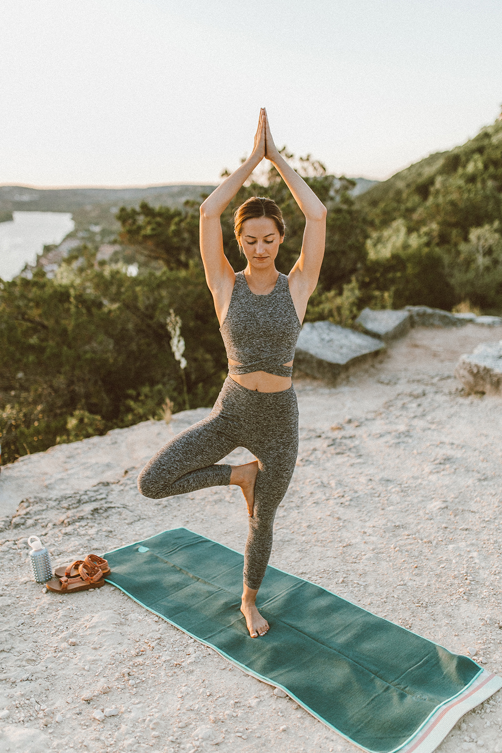 livvyland-blog-olivia-watson-austin-texas-mount-bonnell-yoga-backcountry-beyond-yoga-spacedye-leggings-sports-bra-9