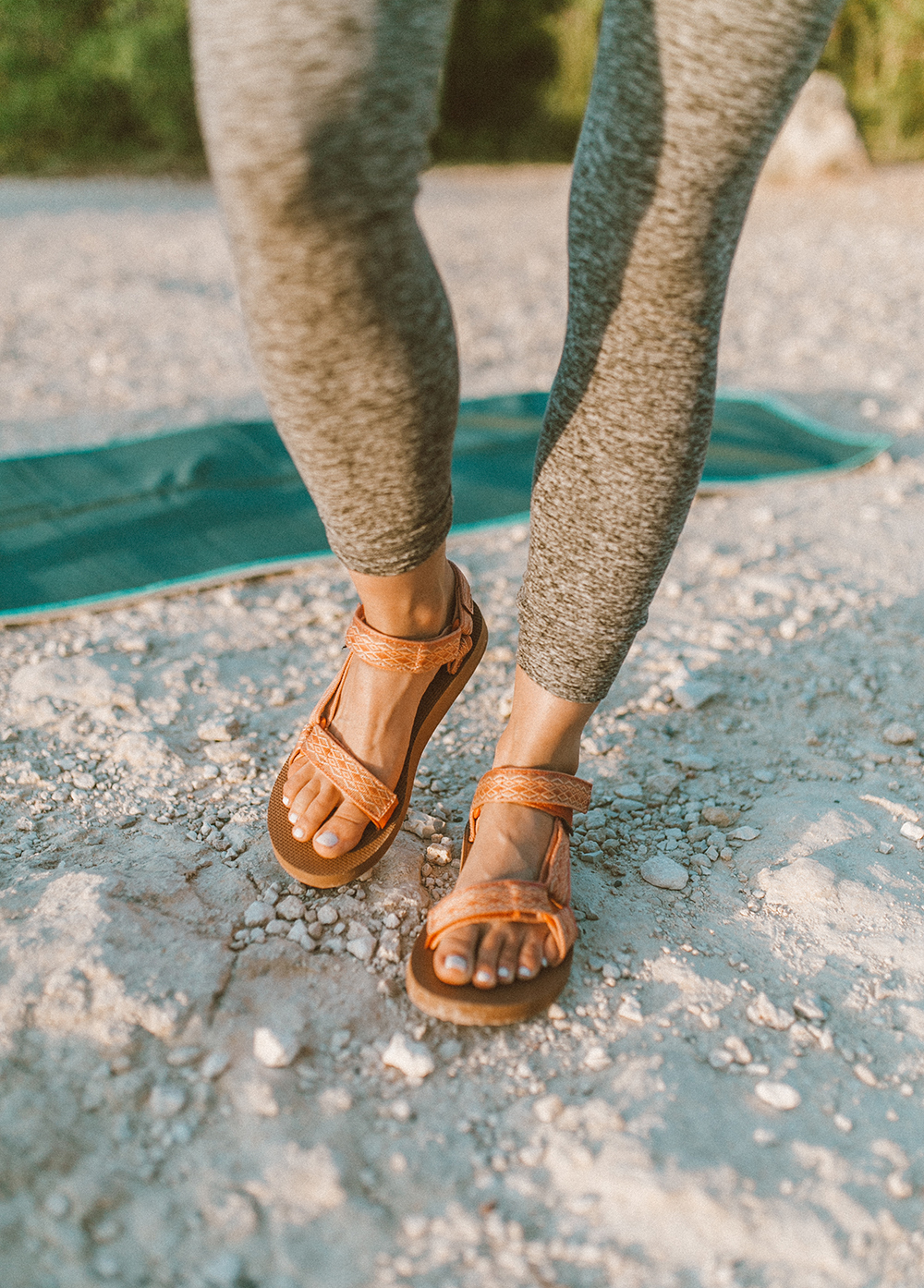 livvyland-blog-olivia-watson-austin-texas-mount-bonnell-yoga-backcountry-beyond-yoga-spacedye-leggings-teva-original-universal-sandal-1