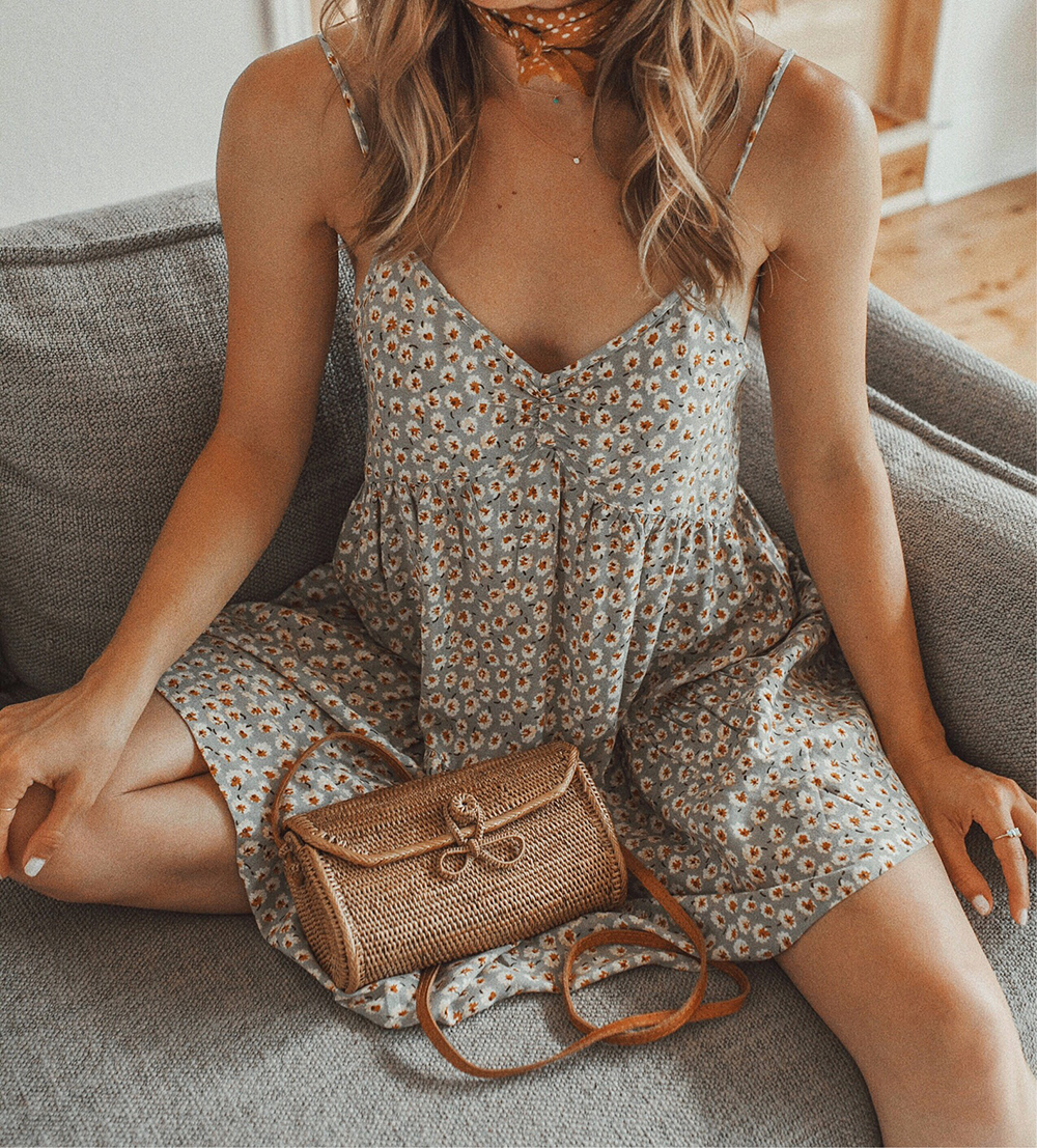 livvyland-blog-austin-texas-style-lifestyle-blogger-urban-outfitters-harper-floral-babydoll-tiered-mini-dress-summer-outfit-neck-bandana