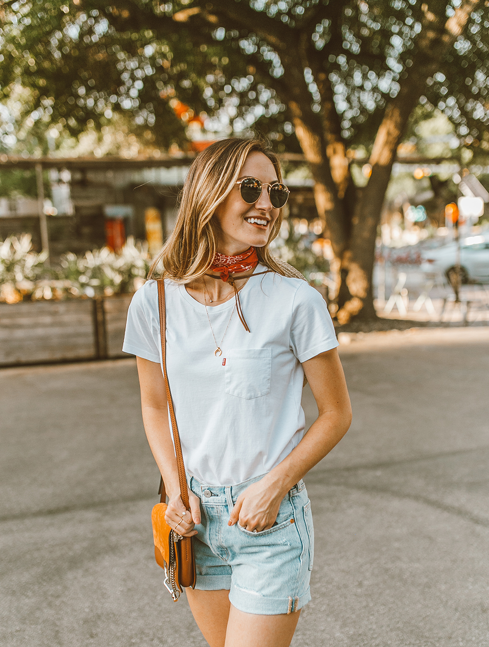 livvyland blog olivia watson austin texas fashion style blogger what to wear levis denim shorts festival outfit idea 1 - Summer time In Levi's