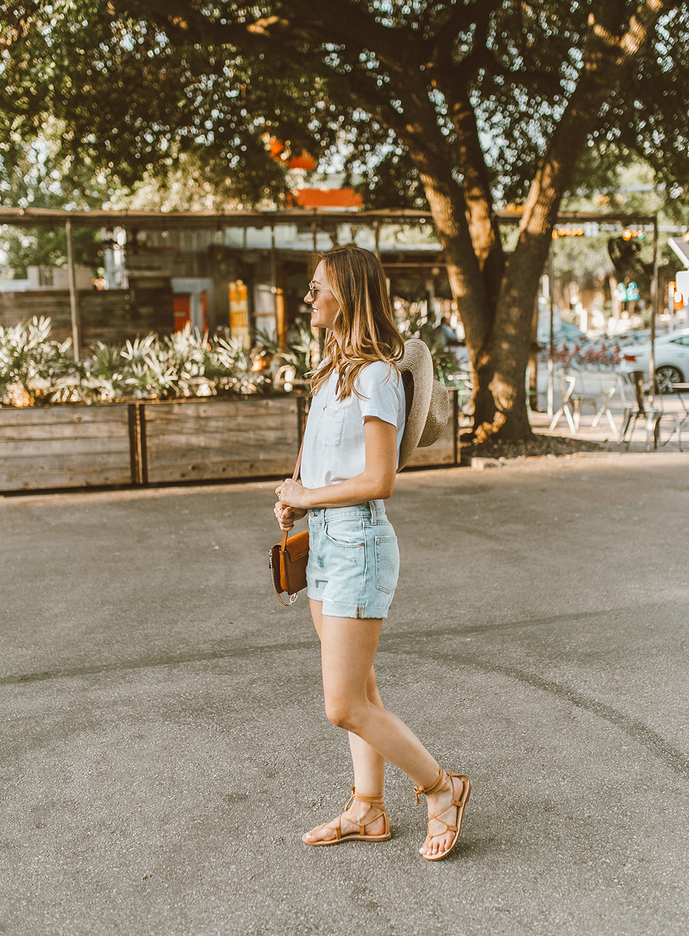 livvyland blog olivia watson austin texas fashion style blogger what to wear levis denim shorts festival outfit idea 10 - Summer time In Levi's