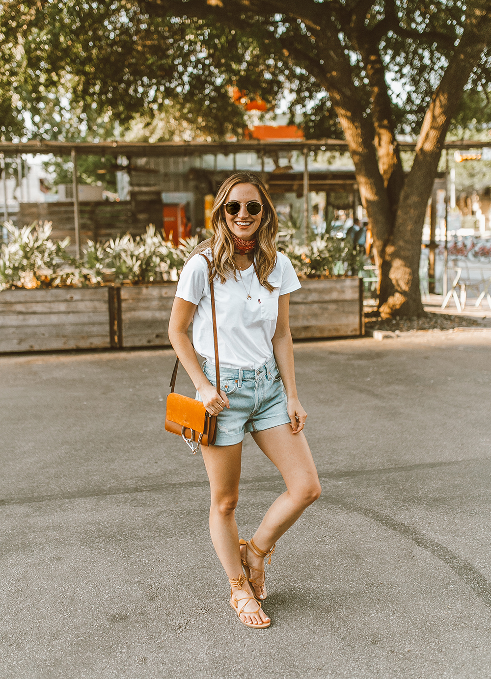 livvyland blog olivia watson austin texas fashion style blogger what to wear levis denim shorts festival outfit idea 5 - Summer time In Levi's