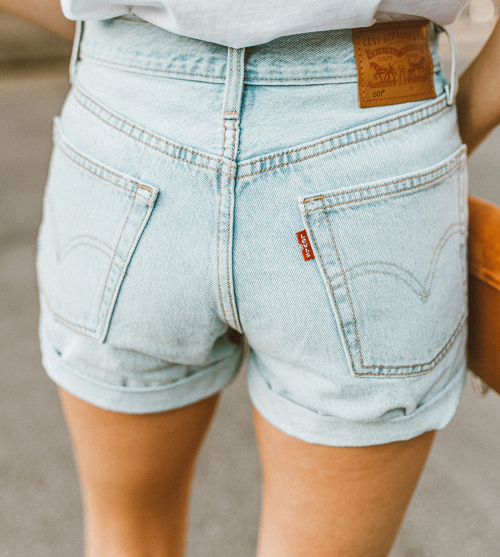 livvyland blog olivia watson austin texas fashion style blogger what to wear levis denim shorts festival outfit idea 7 - Summer time In Levi's